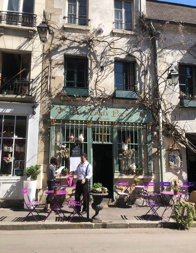 Sweet little restaurant and cafe beside the Notre Dame Cathedral in Paris
